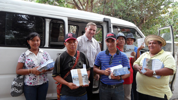 Distributing Gospel calendars and tracts in Spanish - image 1