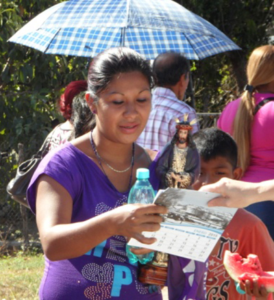 Distributing Gospel calendars and tracts in Spanish - image 2